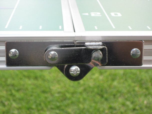 GoPong_8_Football_latch