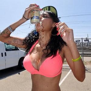 Bikini_Girl_shotguning